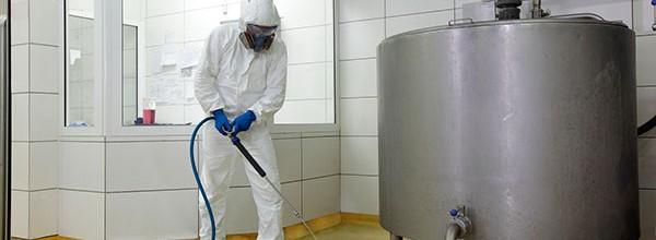 Limpeza industrial deve ser feita com segurança